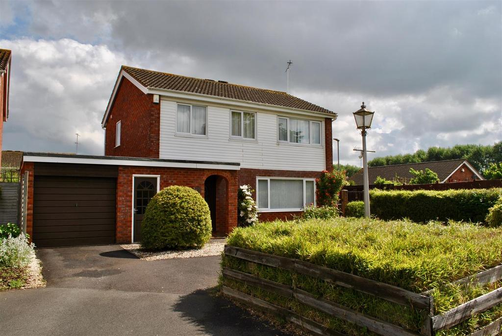 4 Bedrooms Detached House for sale in Kingsley Close, Taunton