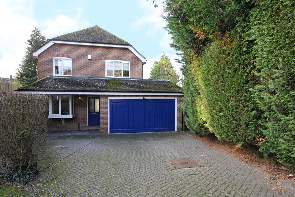4 Bedrooms Detached House for sale in Wentworth Close, Hayes