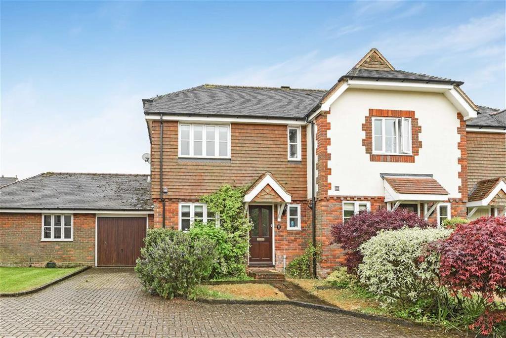3 Bedrooms Semi Detached House for sale in Larkfield, Ewhurst, Cranleigh, Surrey, GU6