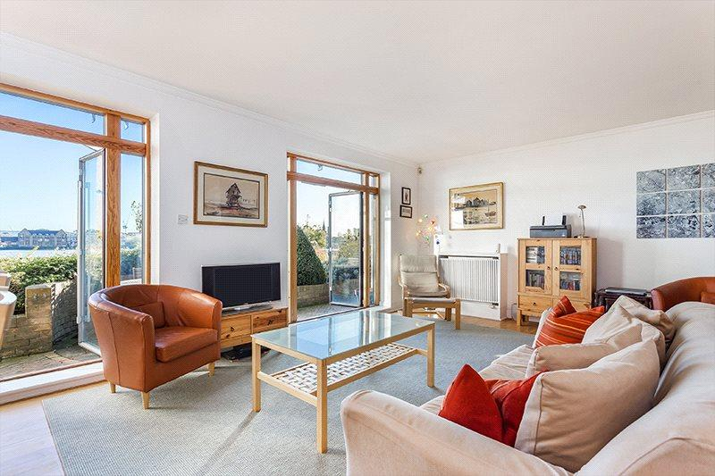 3 Bedrooms Flat for sale in St Hildas Wharf, 160 Wapping High Street, London, E1W