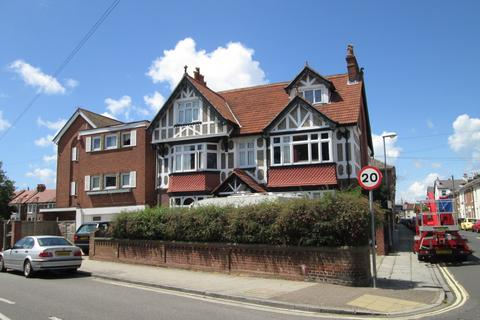 Studio to rent - Waverley Road, Southsea, PO5