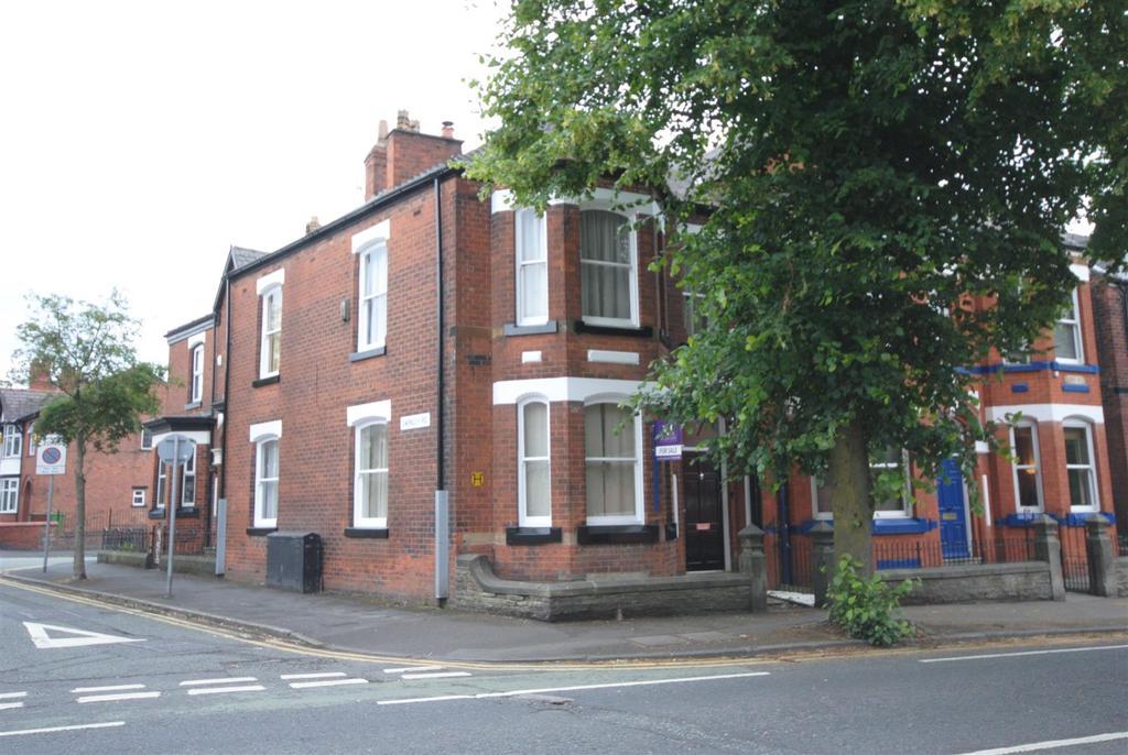 4 Bedrooms Terraced House for sale in Kenyon Road, Swinley, Wigan