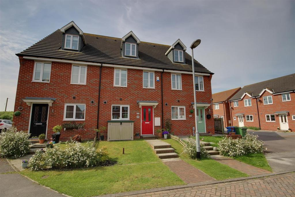3 Bedrooms Town House for sale in Kingscroft Drive, Brough