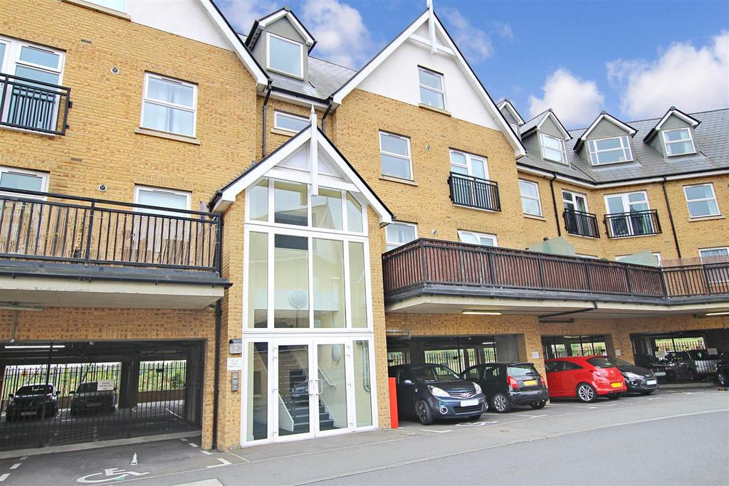 2 Bedrooms Flat for sale in Tanners Close, Crayford, Dartford