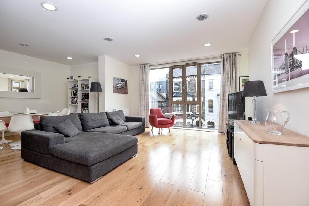 2 Bedrooms Flat for sale in Strathblaine Road, Battersea, SW11