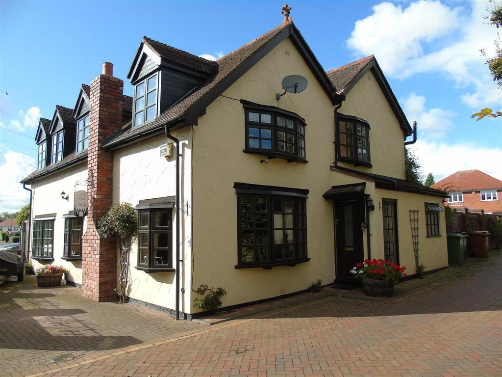 5 Bedrooms Detached House for sale in Castlehill Road, Upper Stonnall