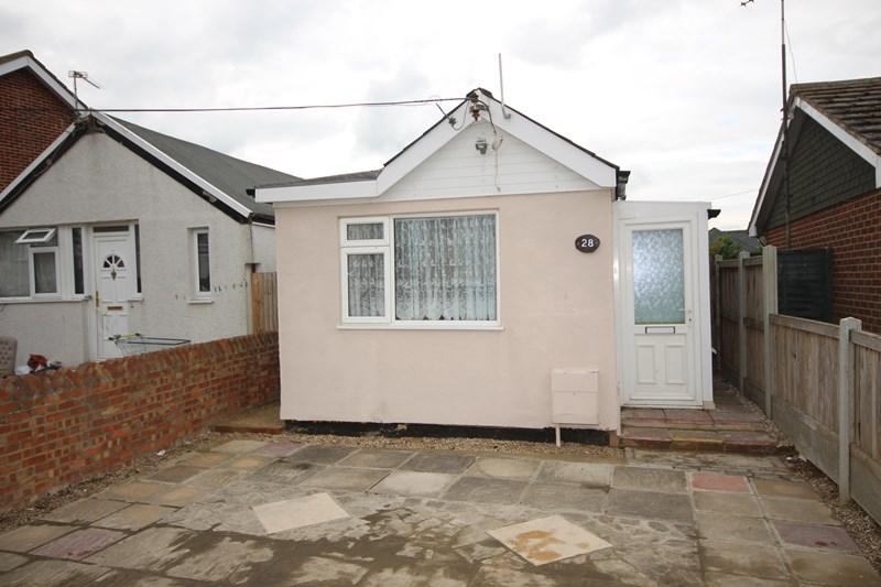 1 Bedroom Detached Bungalow for sale in Beach Way, Clacton-On-Sea