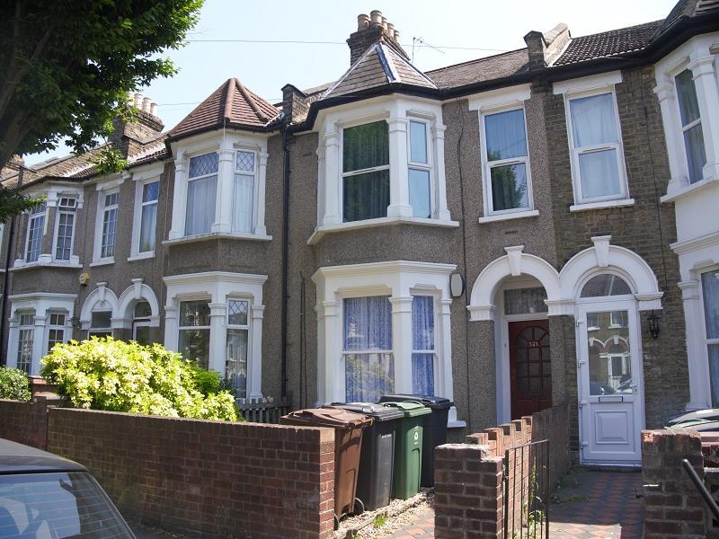 1 Bedroom Flat for sale in Capworth Street, Leyton, London. E10 7BA