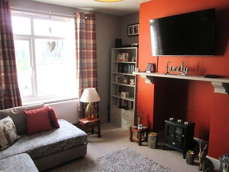 2 Bedrooms Semi Detached House for sale in Eigen Crescent, Mayhill, Swansea, City And County of Swansea.