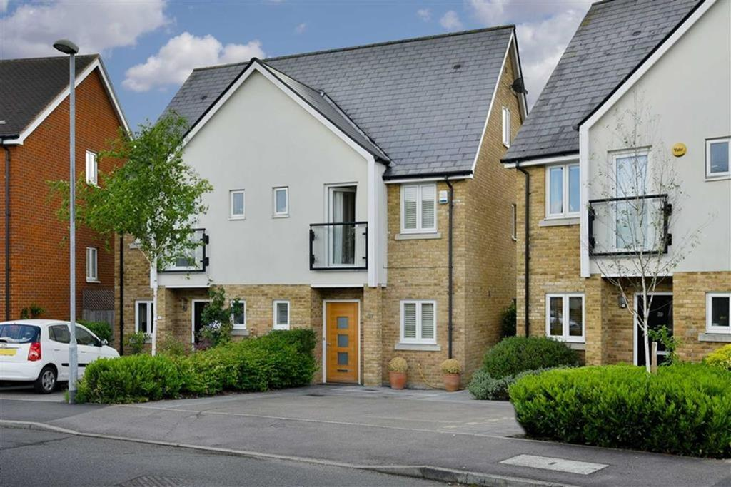 3 Bedrooms Semi Detached House for sale in Parkview Way, Epsom, Surrey
