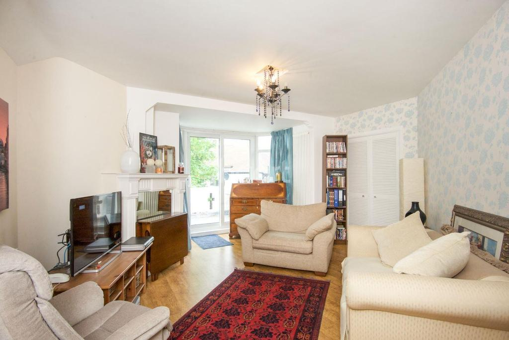 1 Bedroom Flat for sale in Stonegate Court, Buck Lane, NW9