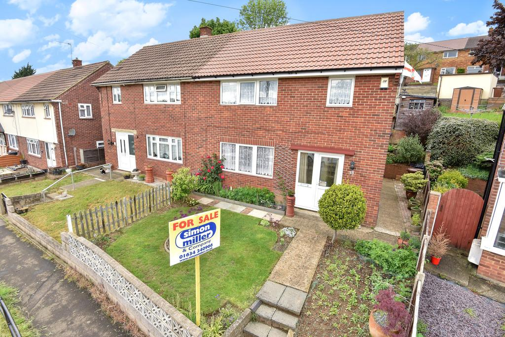 3 Bedrooms Semi Detached House for sale in Sycamore Road, Rochester
