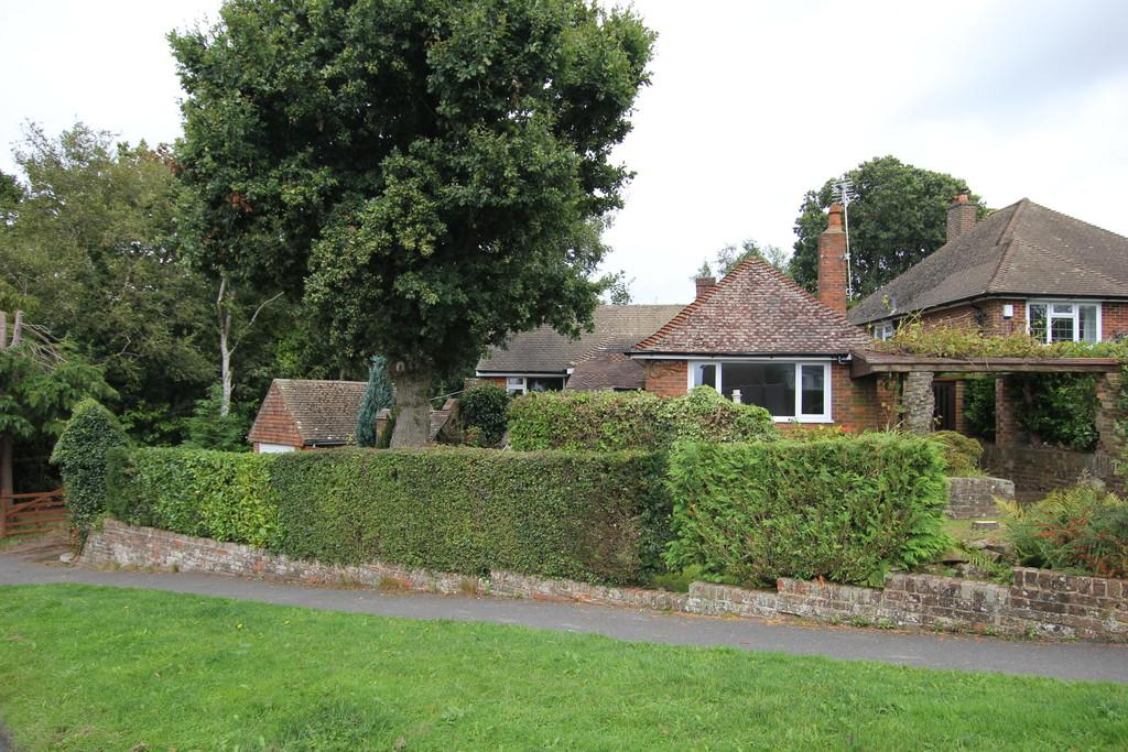 3 Bedrooms Detached Bungalow for sale in Marshlands Lane, Heathfield