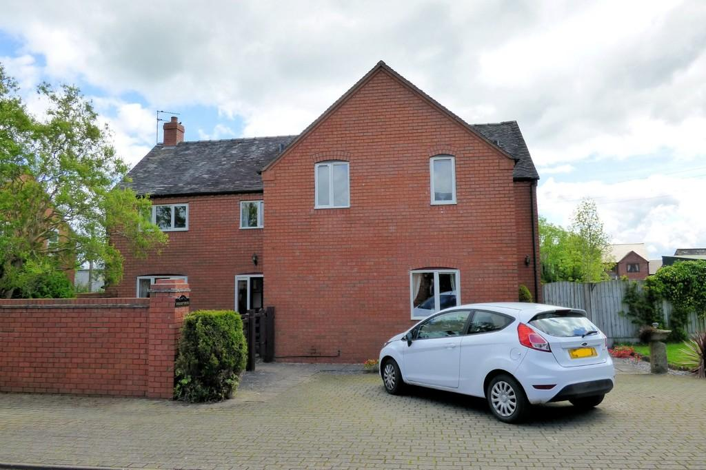 4 Bedrooms Detached House for sale in Withington Lane, Leigh