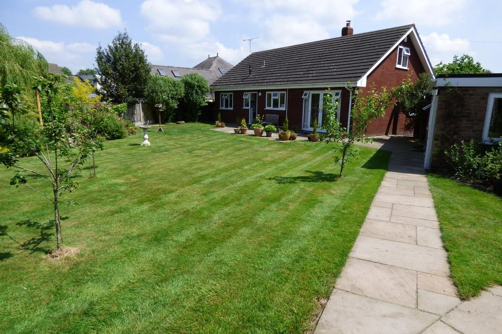 3 Bedrooms Detached Bungalow for sale in The Green, Barton Under Needwood