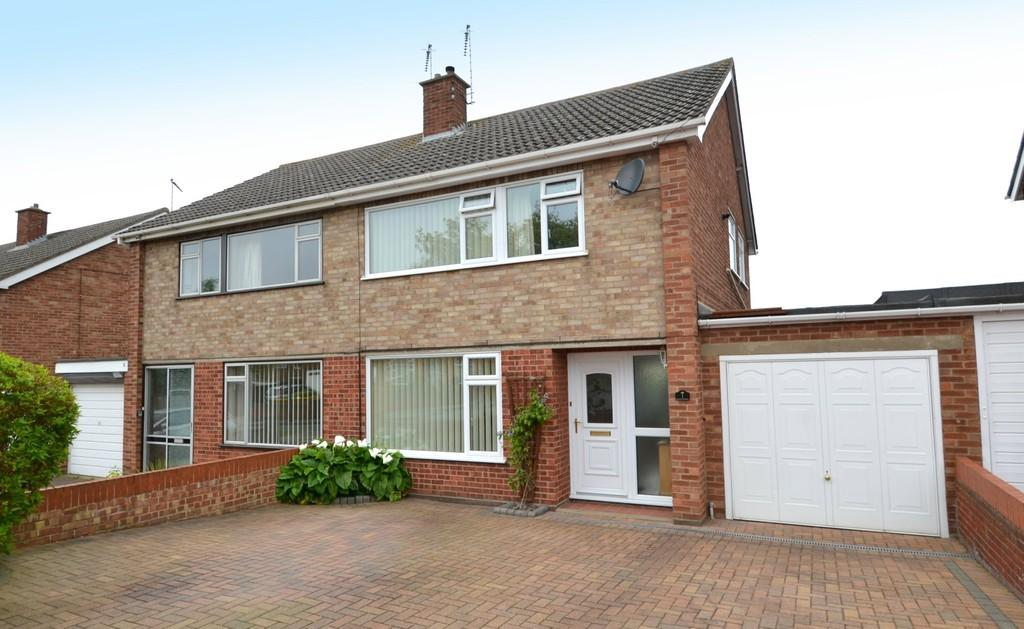 3 Bedrooms Semi Detached House for sale in Palmcroft Close, Ipswich, Suffolk
