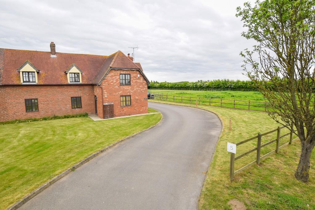 4 Bedrooms Semi Detached House for sale in Lawford