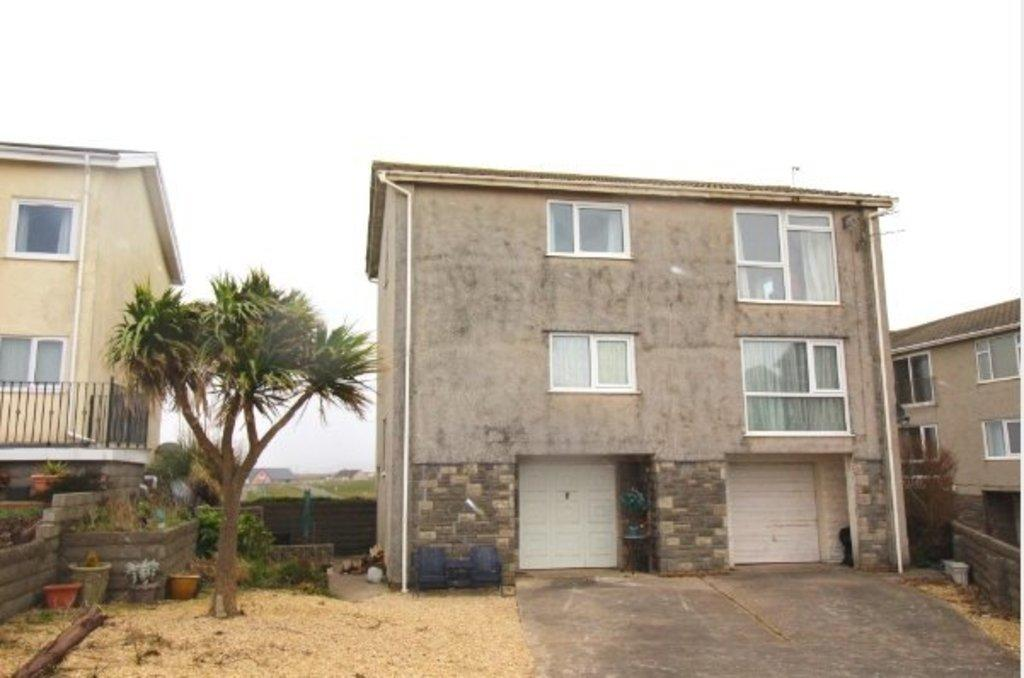 2 Bedrooms Apartment Flat for sale in REST BAY CLOSE, REST BAY, PORTHCAWL, CF36 3UN
