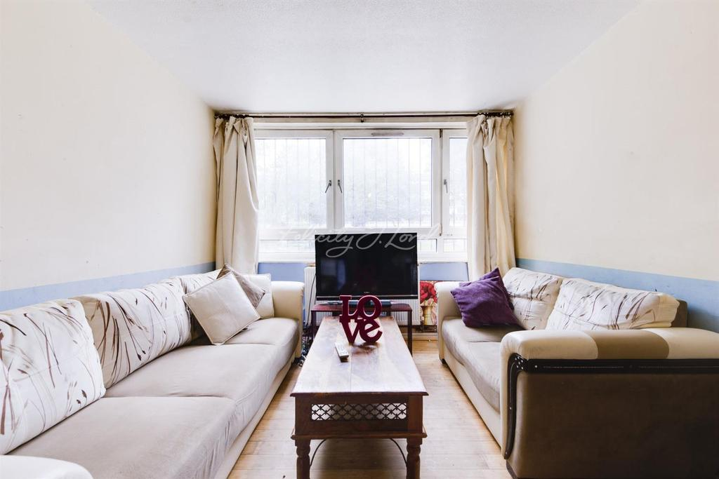 3 Bedrooms Flat for sale in Debenham Court, Hackney, E8