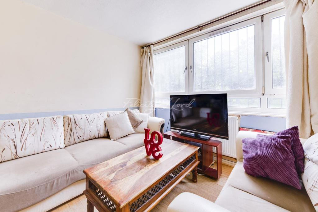 3 Bedrooms Flat for sale in Debenham Court, Hackney, E8
