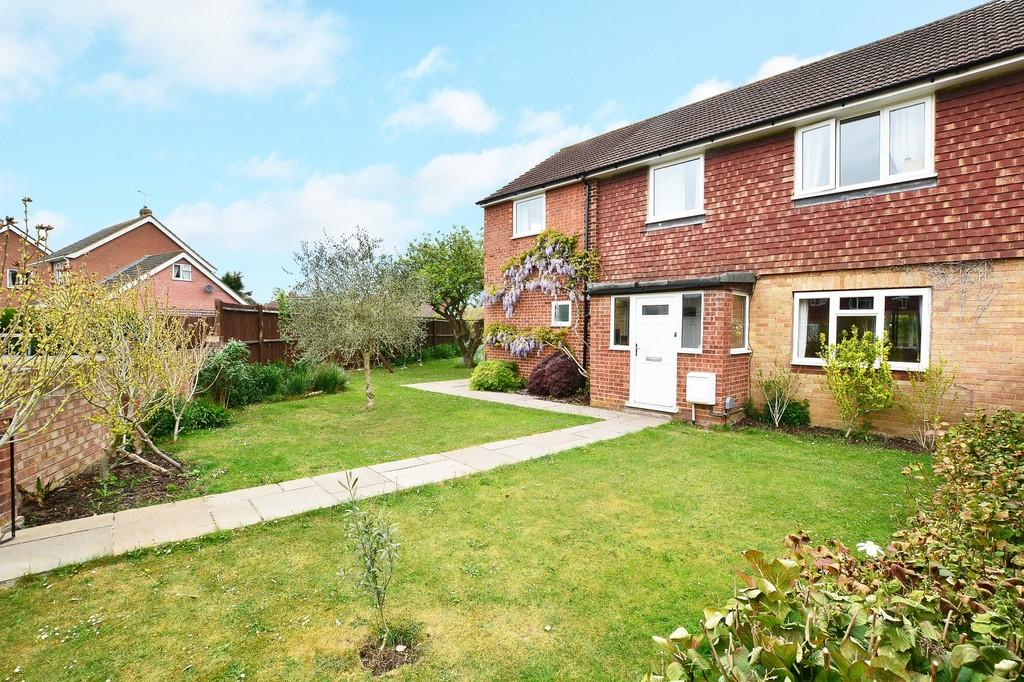 4 Bedrooms Semi Detached House for sale in Brookside, Jacobs Well