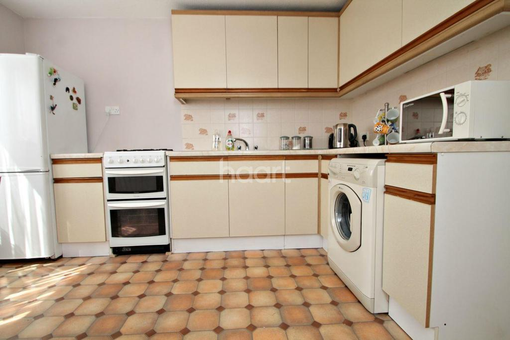 4 Bedrooms Terraced House for sale in Carmania Close, Shoeburyness