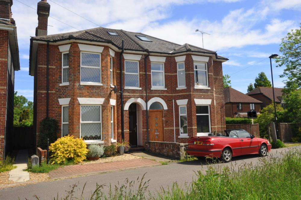 3 Bedrooms House for sale in Bickerley Road, Ringwood, Hampshire, BH24 1EG