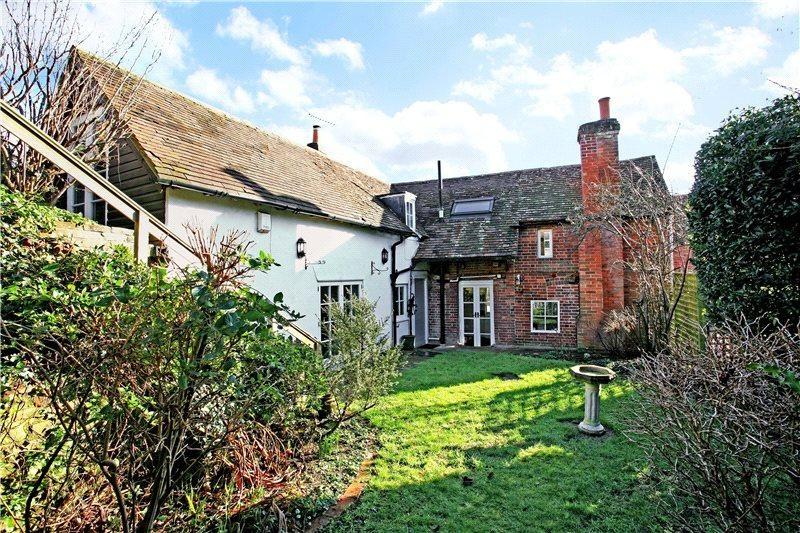 3 Bedrooms Detached House for sale in Shortfield Common Road, Farnham