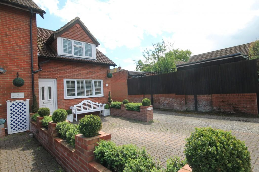 2 Bedrooms Terraced House for sale in The Avenue, Liphook