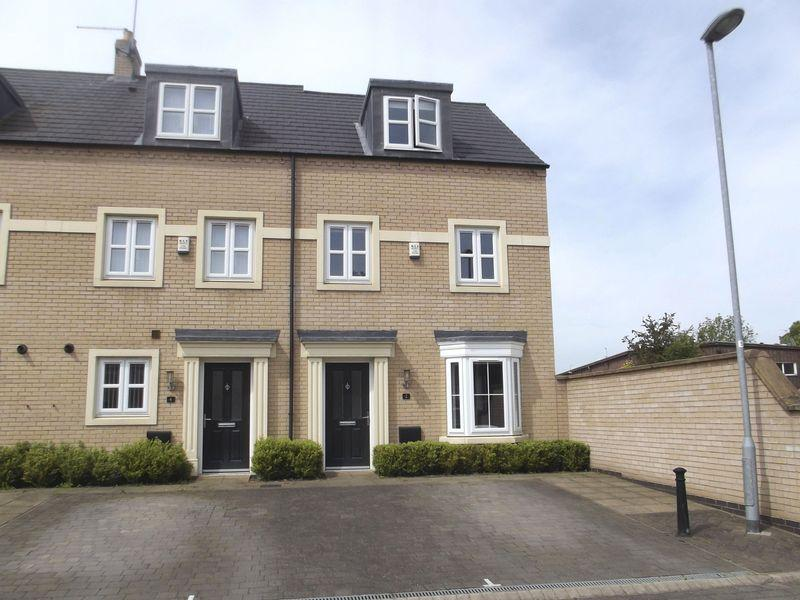 3 Bedrooms Terraced House for sale in St Georges Court, Willerby