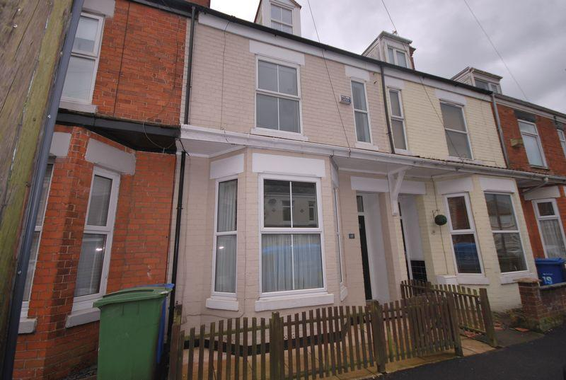 4 Bedrooms Terraced House for sale in Clifton Street, Hornsea