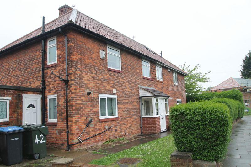 3 Bedrooms Semi Detached House for sale in Grassington Road, Beechwood