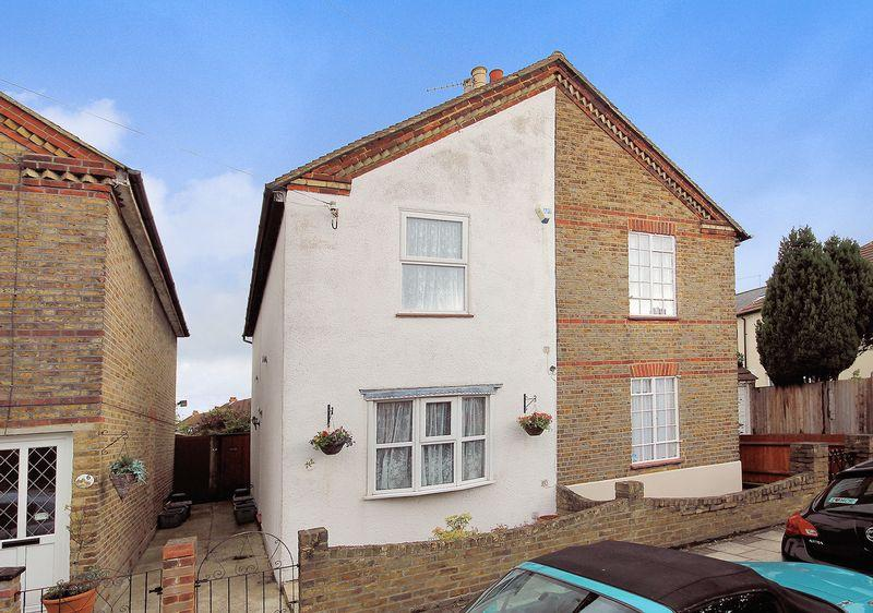 2 Bedrooms Semi Detached House for sale in North Road, West Wickham