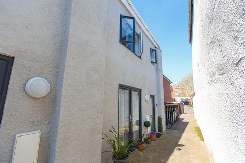 2 bedroom end of terrace house to rent - High Street, Crediton