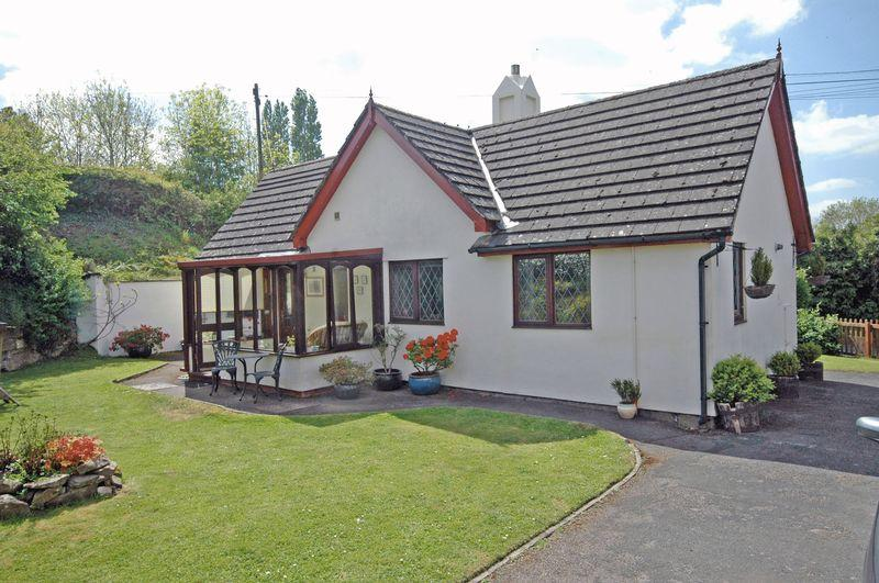 3 Bedrooms Detached Bungalow for sale in Chapel Cottage, Llancloudy, Hereford