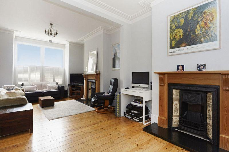 3 Bedrooms Terraced House for sale in Calydon Road, Charlton