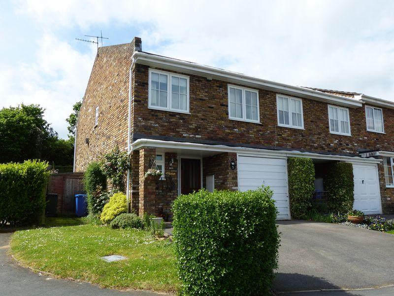 4 Bedrooms End Of Terrace House for sale in COOKHAM