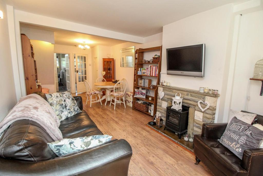 2 Bedrooms Terraced House for sale in Sussex Road, Warley, Brentwood, Essex, CM14