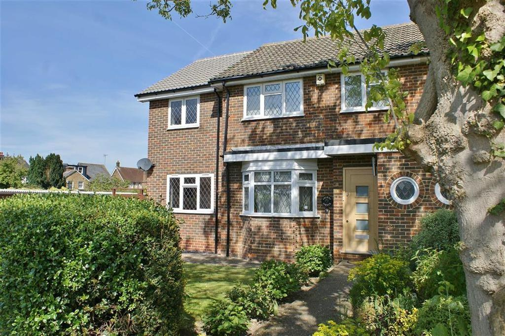 3 Bedrooms Semi Detached House for sale in Cleves Close, Cobham, Surrey, KT11