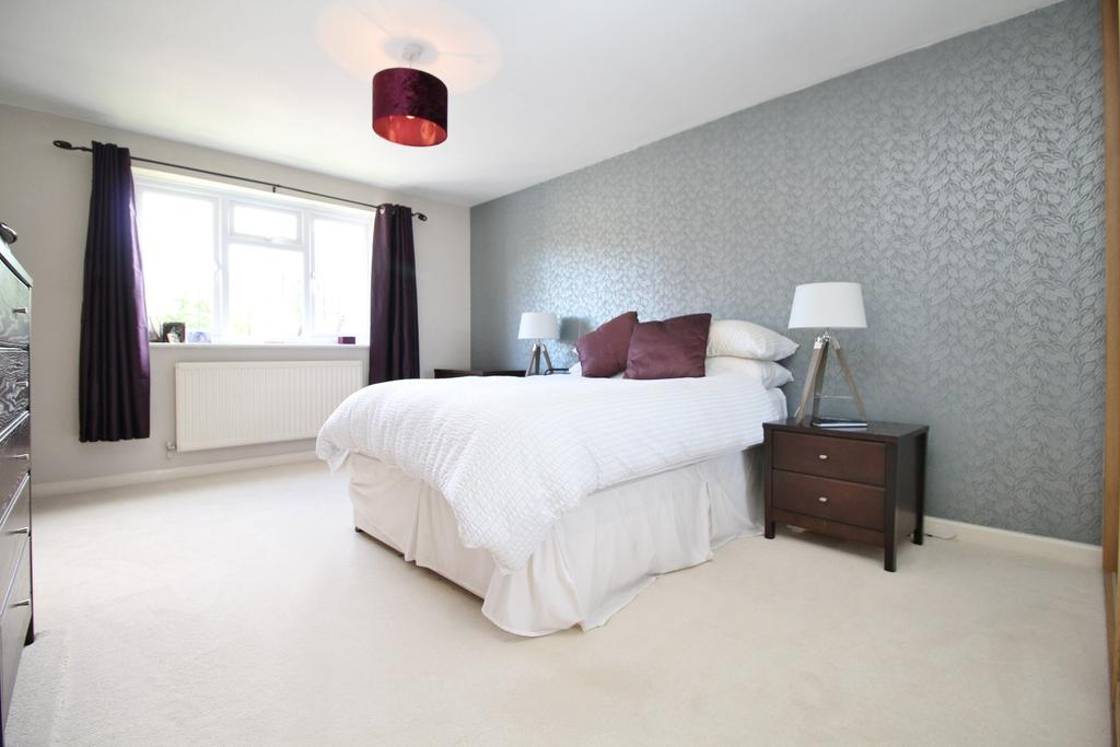4 Bedrooms Detached House for sale in Highnam Gardens, Sarisbury Green