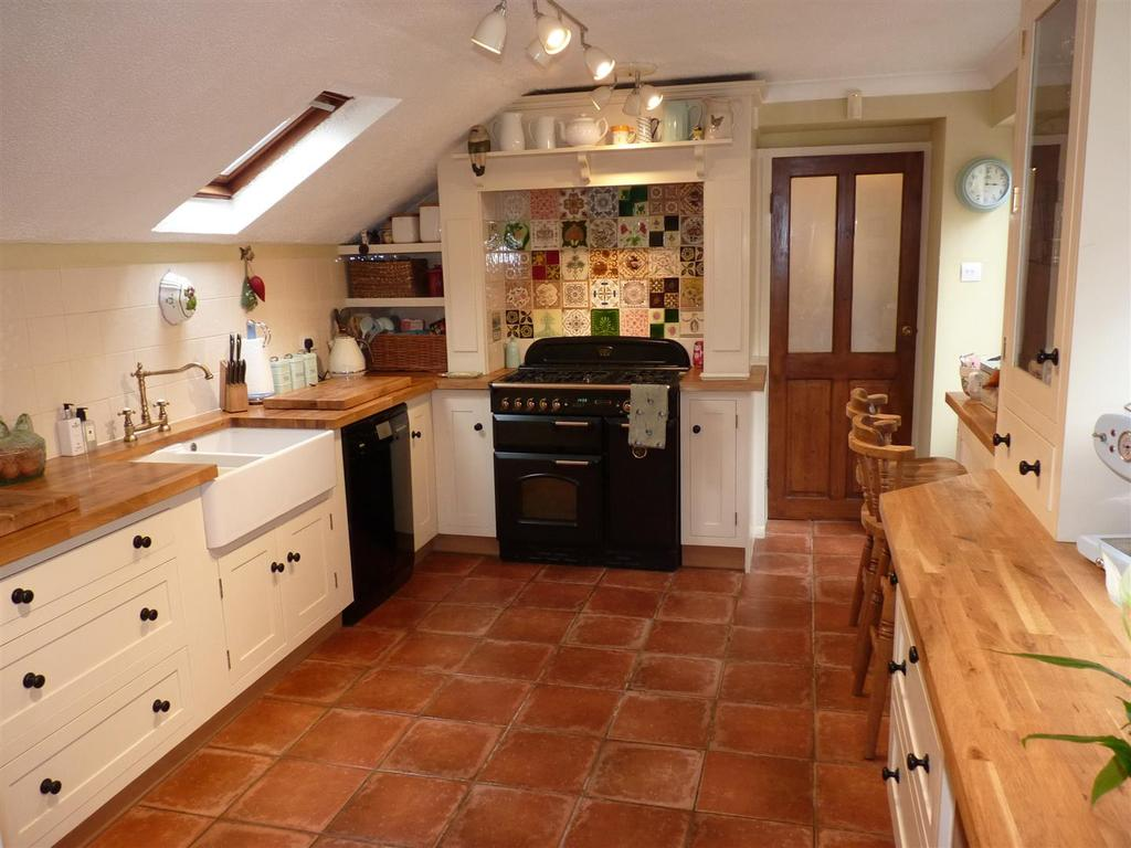2 Bedrooms House for sale in Main Street, Middleton