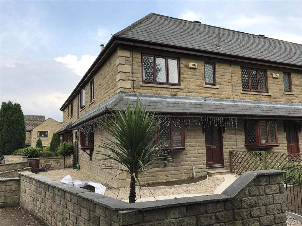 3 Bedrooms Town House for sale in Oxford Road, Gomersal, BD19 4JR