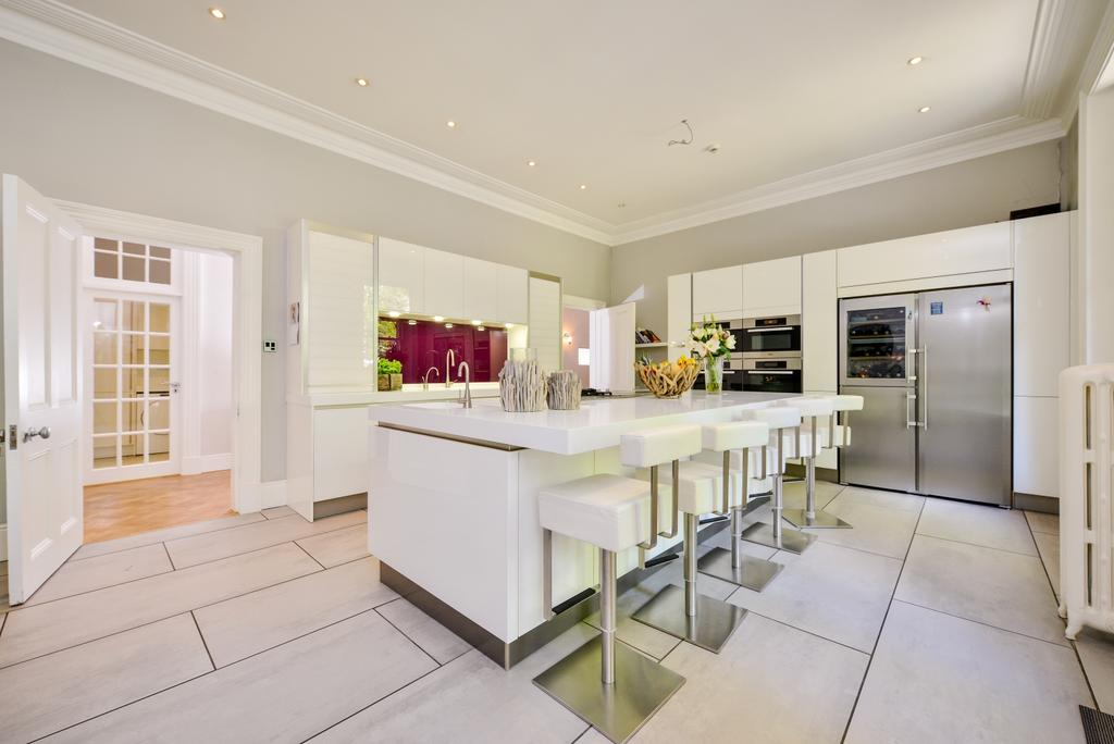 6 Bedrooms Semi Detached House for sale in The Knoll Beckenham BR3