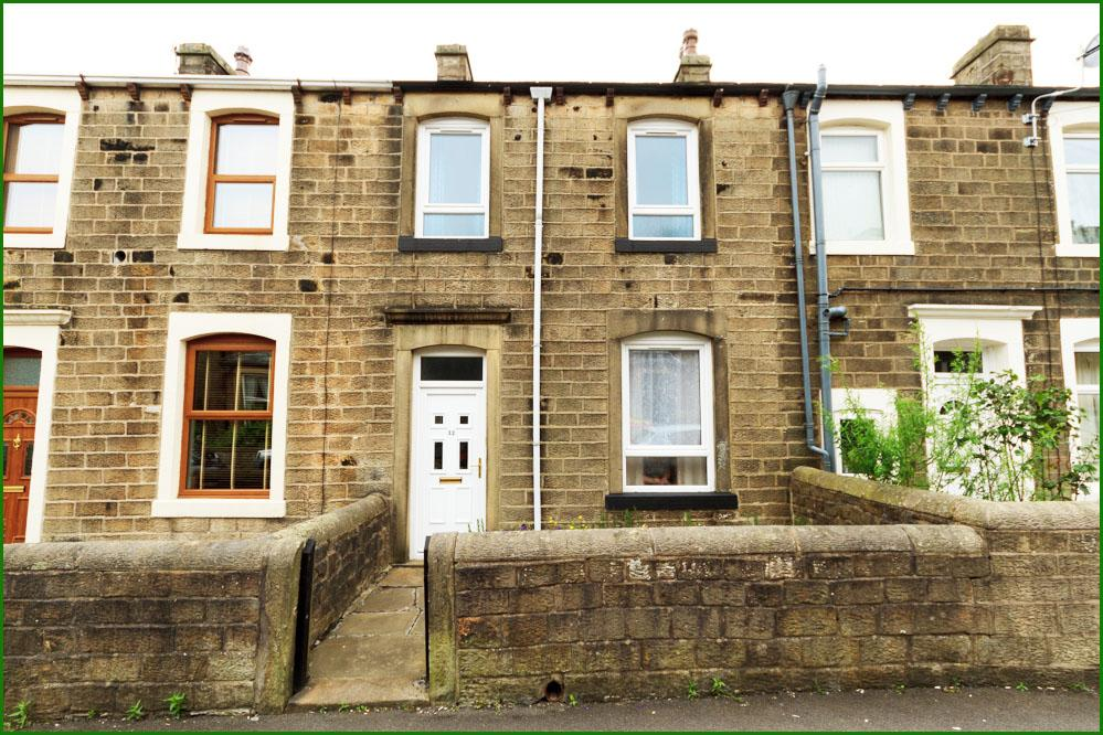 3 Bedrooms Terraced House for sale in Park Road, Barnoldswick BB18