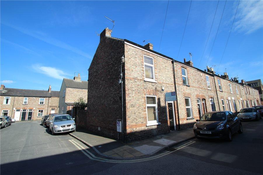 2 Bedrooms Terraced House for sale in GRANVILLE TERRACE, YORK, YO10 3DY