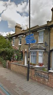 5 bedroom terraced house to rent - Kenworhy Road, London E9