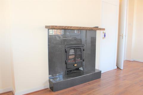 3 bedroom flat to rent - Emlyn Gardens, Shepherds Bush, London W12