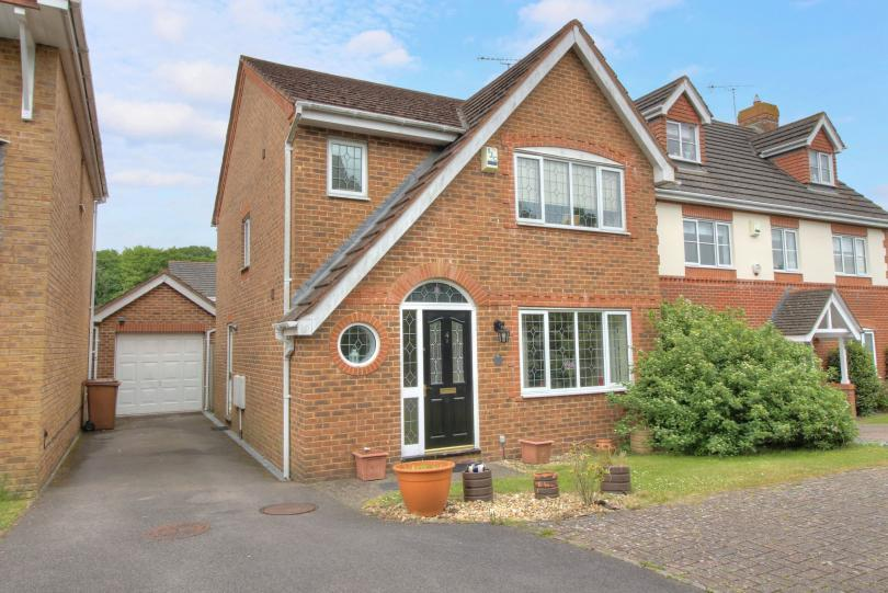 3 Bedrooms Detached House for sale in Morgan Le Fay Drive, Knightwood Park, Chandlers Ford