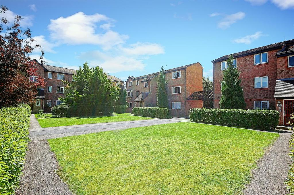 2 Bedrooms Ground Flat for sale in Wedgewood Road, Hitchin
