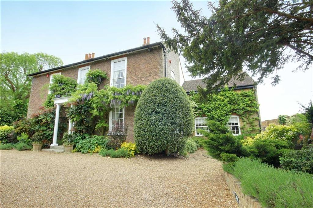 4 Bedrooms Detached House for sale in High Road, Essendon, Hertfordshire